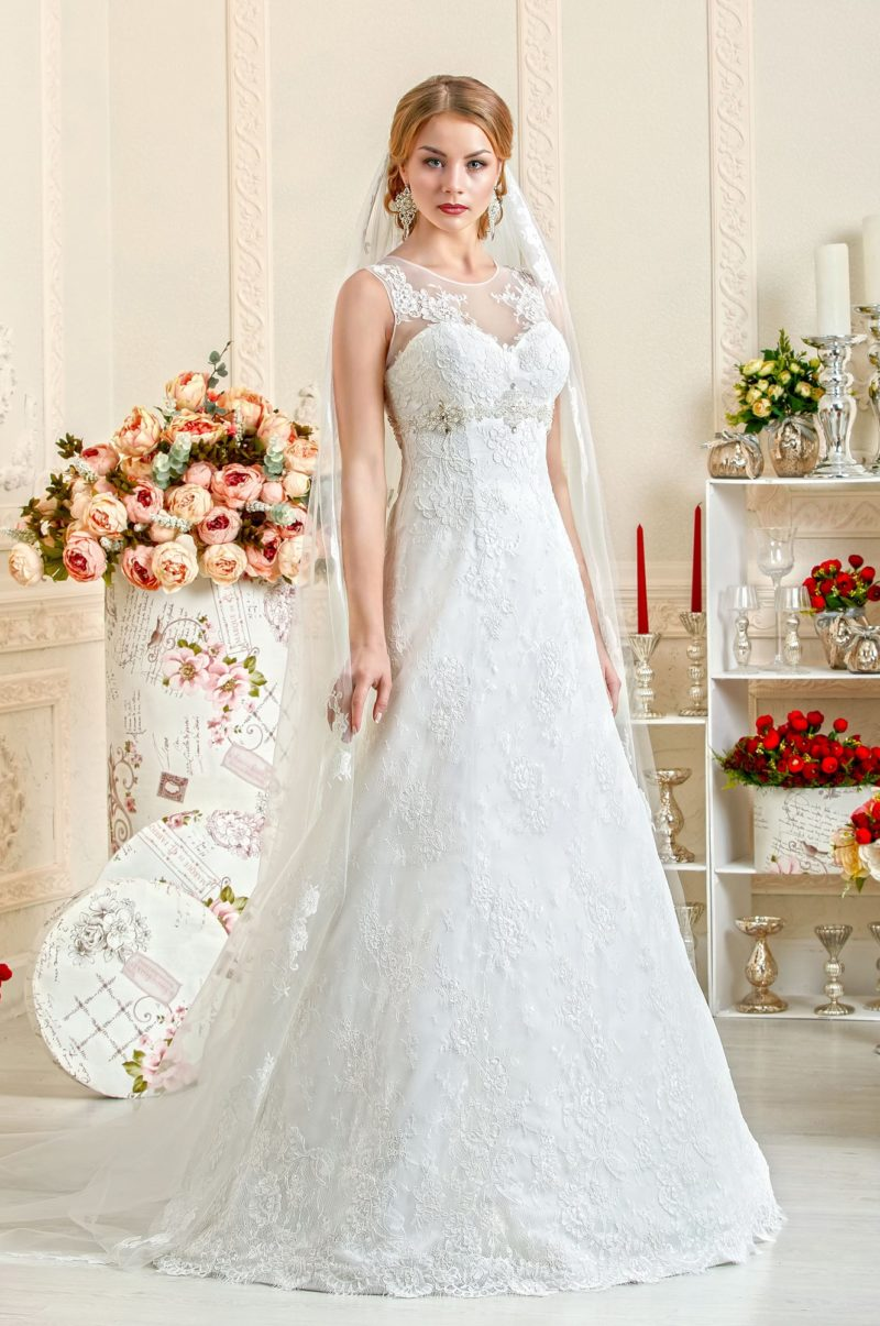 Платье с полупрозрачной отделкой верха