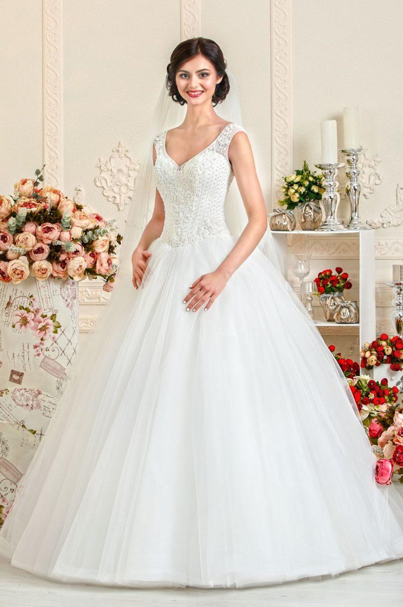 Изящное свадебное платье А-силуэта с расшитым бисером корсетом.