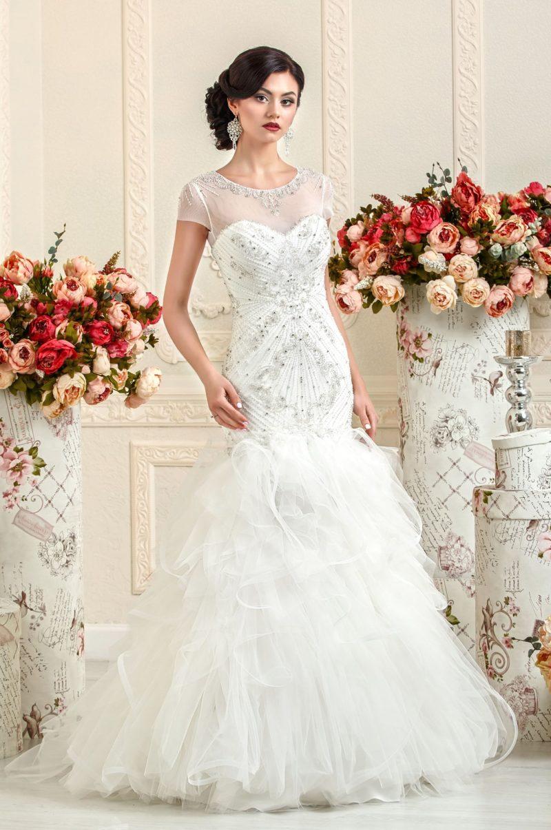 Кокетливое свадебное платье «русалка» с полупрозрачными оборками на юбке.
