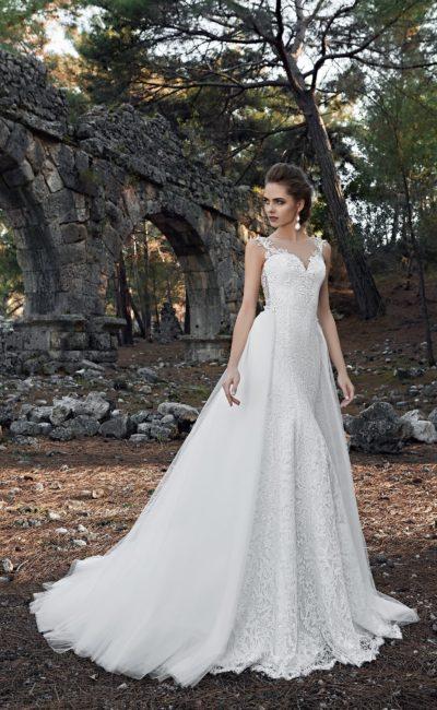 Платье с съемным шлейфом