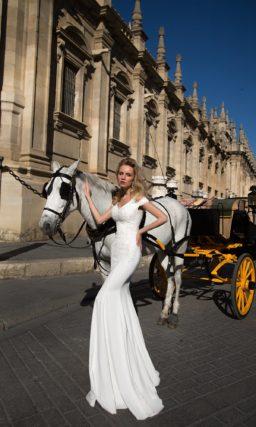 Свадебное платье силуэта «рыбка» с фактурной вышивкой и двойными бретелями.