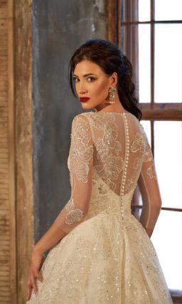Роскошное свадебное платье бежевого цвета, с юбкой А-силуэта и бисерной вышивкой по корсету.