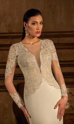 Ажурное свадебное платье силуэта «рыбка» с длинным рукавом и потрясающим шлейфом.