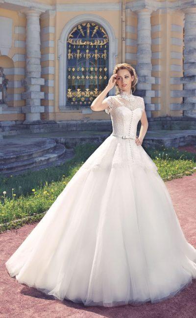 Свадебное платье с воротником-стойкой
