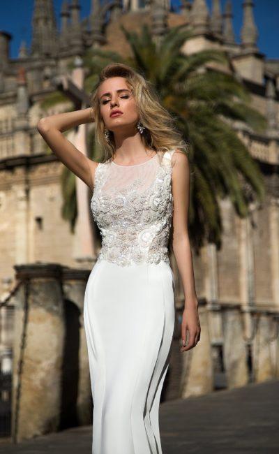 Закрытое свадебное платье прямого силуэта с объемной отделкой лифа.