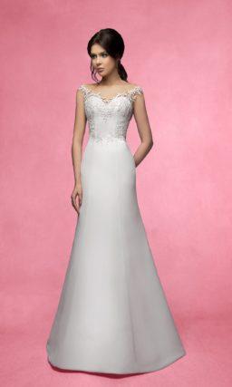 Деликатное свадебное платье силуэта «рыбка» с ажурной отделкой атласного корсета.