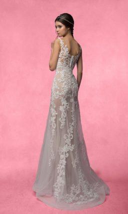 Смелое свадебное платье прямого силуэта с полупрозрачной юбкой и ажурным лифом.