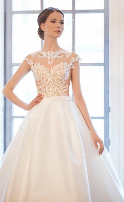 Соблазнительное свадебное платье «принцесса» с полупрозрачным верхом с кружевом.