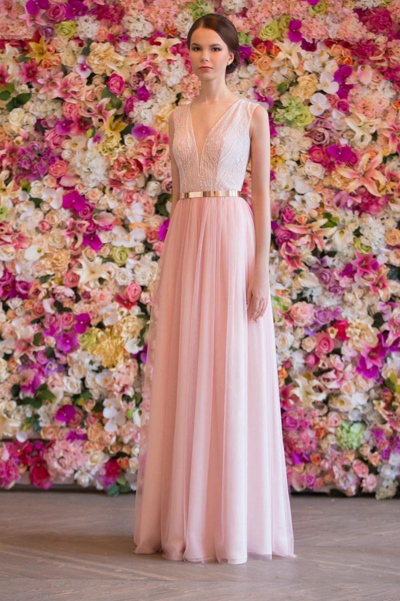 Розовое красивое свадебное платье