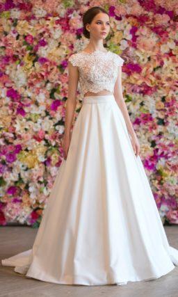 Свадебное платье с укороченным кружевным топом и юбкой силуэта «трапеция».