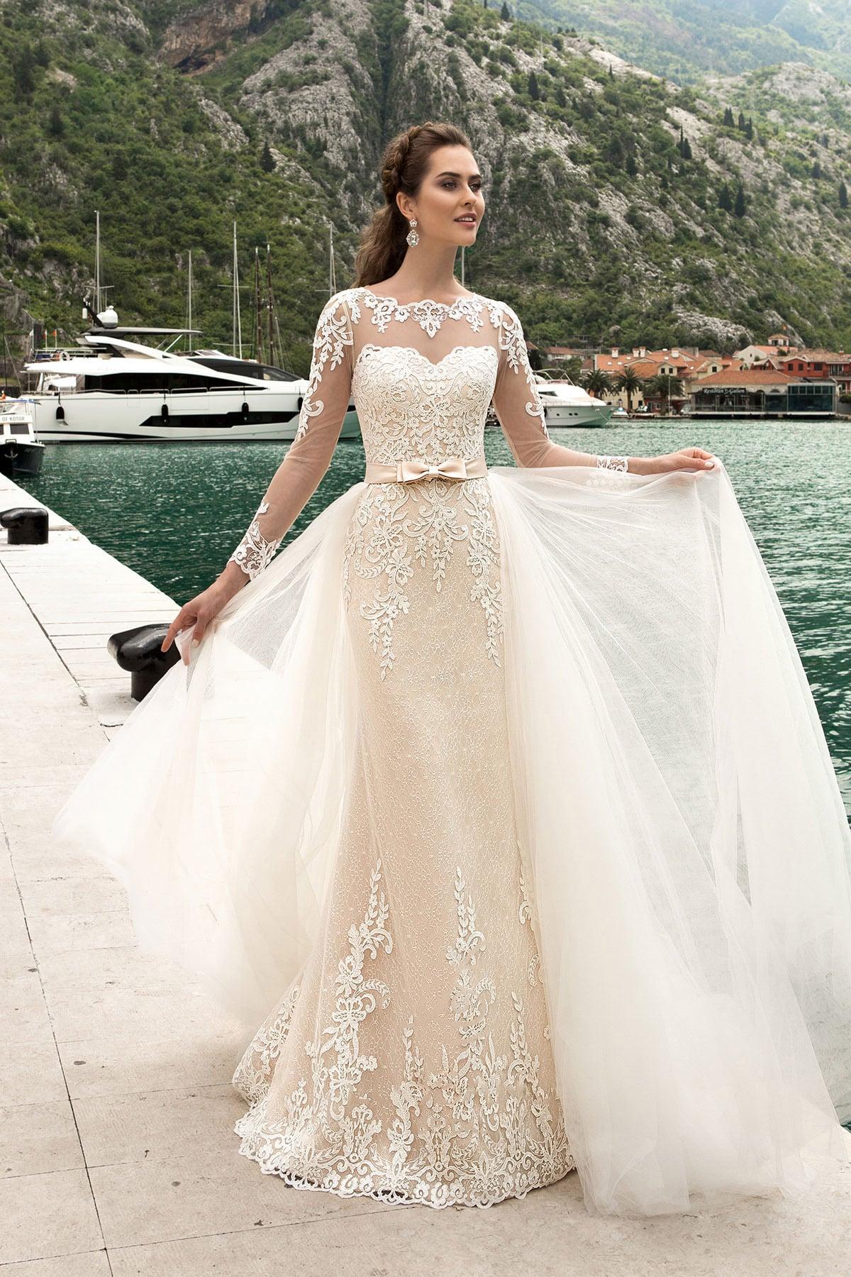 Кремовые кружевные свадебные платья