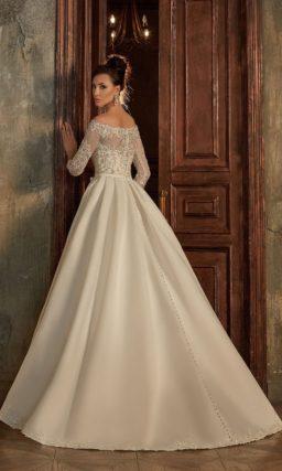 Атласное платье с рукавами