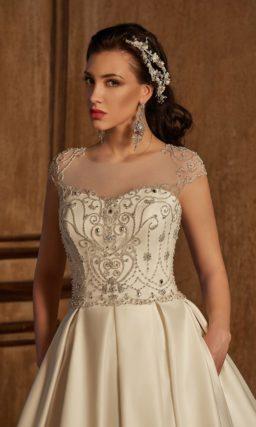 Великолепное свадебное платье, полное торжественного настроения и в отделке, и в деталях кроя.