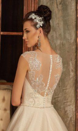 Стильное свадебное платье «трапеция» бежевого цвета с кружевным декором.