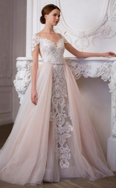 Кремовое свадебное платье «русалка», которое можно преобразить пышной верхней юбкой.