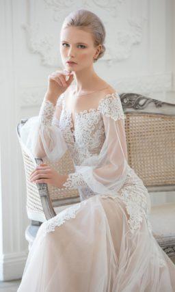 Драматичное свадебное платье с широкими прозрачными рукавами и юбкой «рыбка».