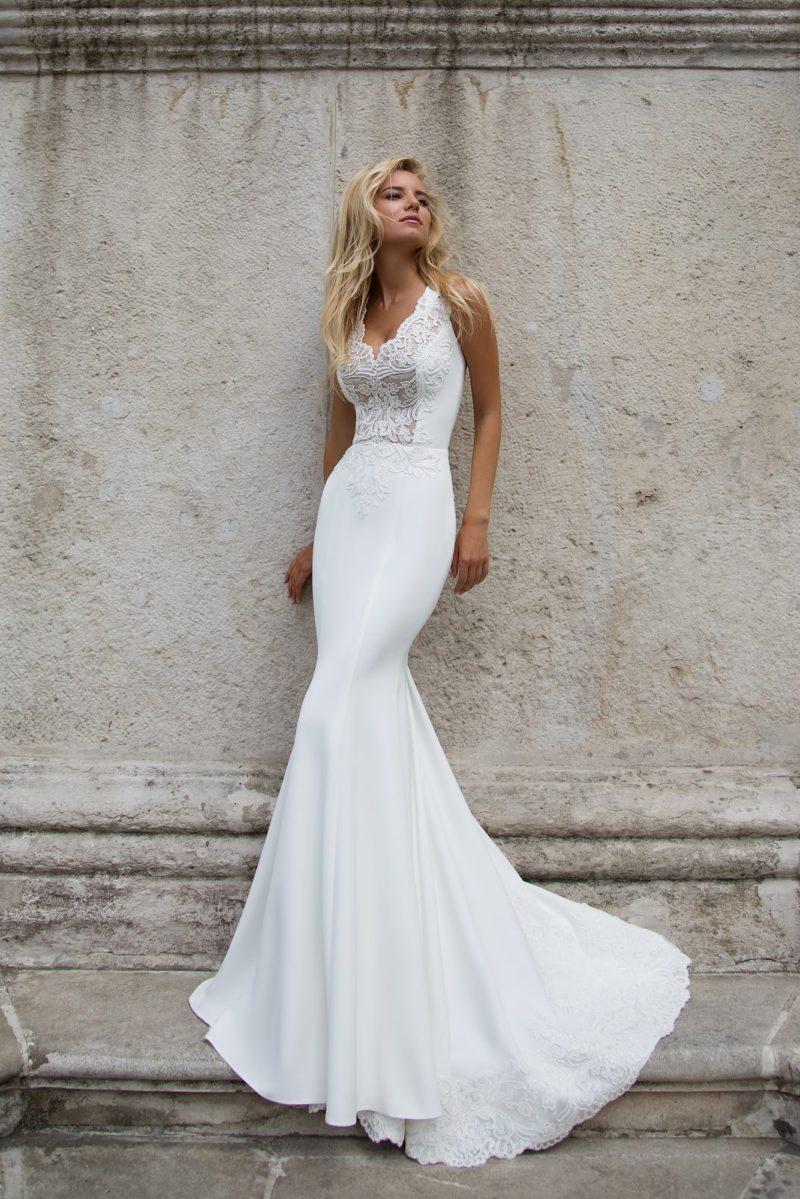 Свадебное платье с фигурным V-образным вырезом