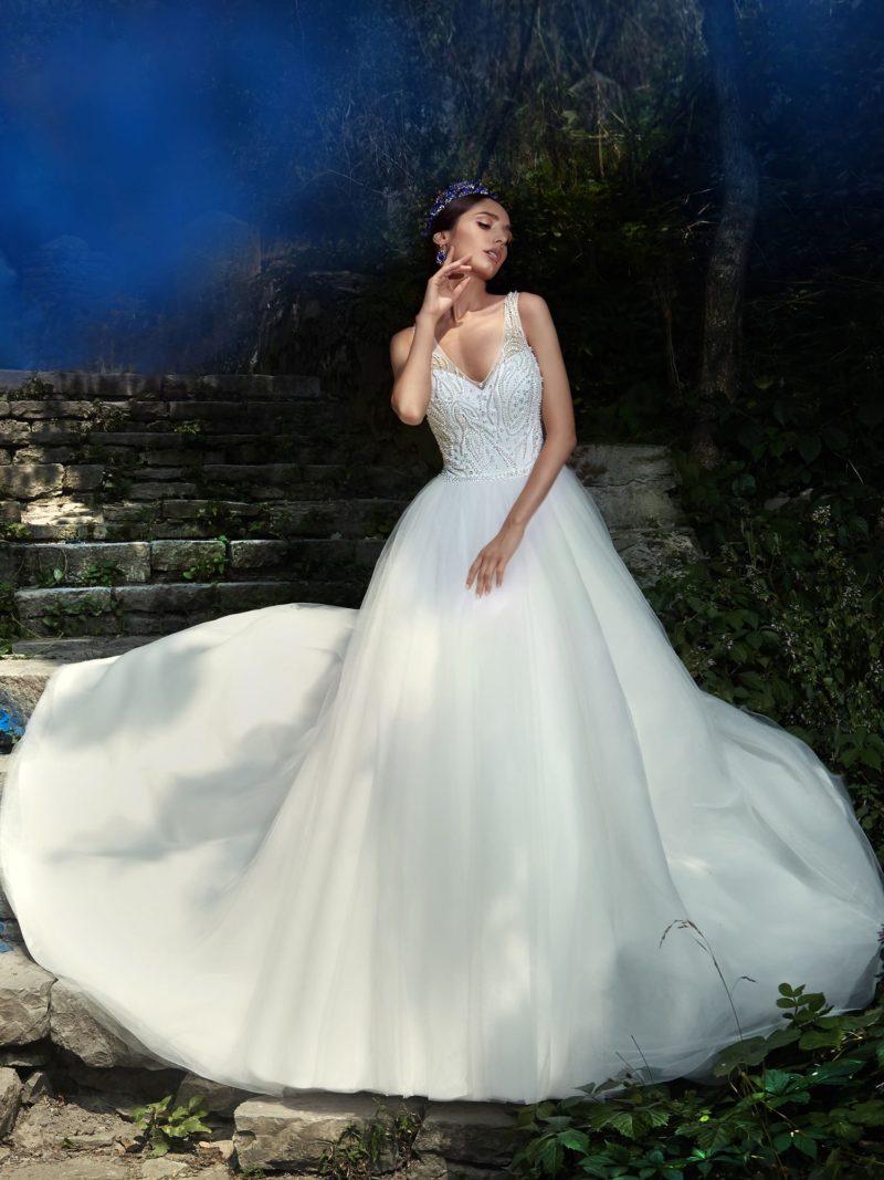 Свадебное платье А-кроя с оригинальным бисерным лифом