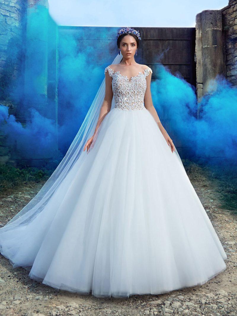 Белоснежное свадебное платье силуэта «принцесса»