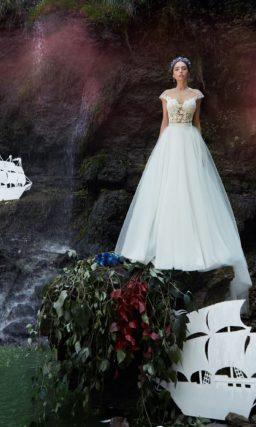 ▶▶Воздушное свадебное платье с полупрозрачным верхом из кружева. ❤ Более 10000 платьев! ❤ Скидки до 70%! ❤ Подарки невестам! ☎ +7 495 724 26 05 ▶▶ Свадебный центр Вега Ⓜ Петровско-Разумовская