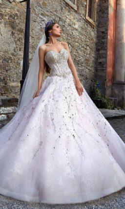 Пышное свадебное платье с серебристыми стразами