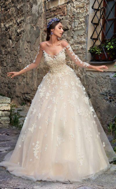 Потрясающее свадебное платье бежевого цвета