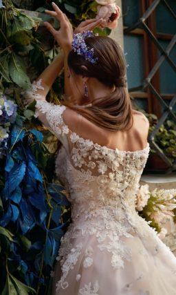 ▶▶Потрясающее свадебное платье бежевого цвета, покрытое белыми бутонами. ❤ Более 10000 платьев! ❤ Скидки до 70%! ❤ Подарки невестам! ☎ +7 495 724 26 05 ▶▶ Свадебный центр Вега Ⓜ Петровско-Разумовская