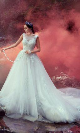 Королевское свадебное платье с пышной многослойной юбкой