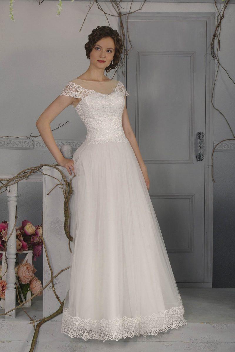 Романтичное свадебное платье с воздушной юбкой «принцесса» и элегантным вырезом сзади.