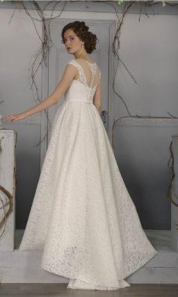Роскошное свадебное платье «принцесса» из фактурной ткани, с полупрозрачной вставкой над лифом.