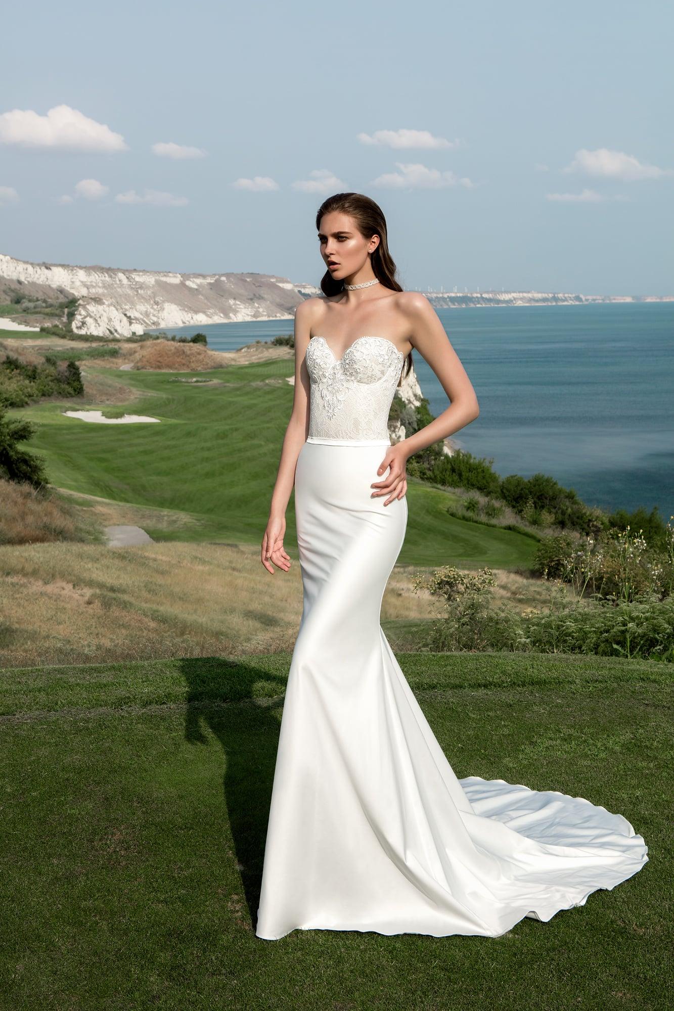 Свадебное платье с вырезом сердце