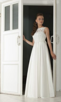 Изящное свадебное платье с атласной юбкой «принцесса» и оригинальным кружевом на лифе.