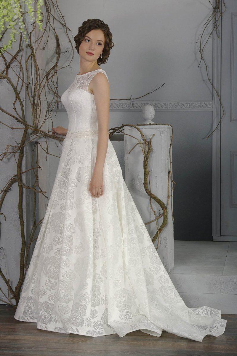 Изысканное свадебное платье «принцесса» с оригинальной цветочной фактурной и шлейфом сзади.
