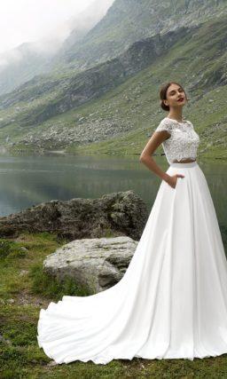 Оригинальное свадебное платье с укороченным кружевным лифом и юбкой А-кроя.