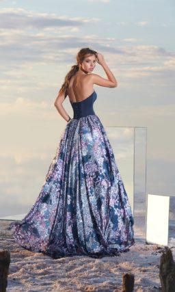 Роскошное вечернее платье пышного кроя с открытым лифом в форме сердца.