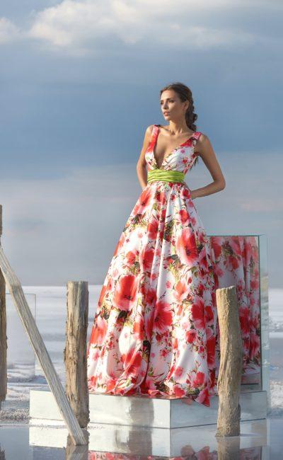 Красивое платье с принтом в пол