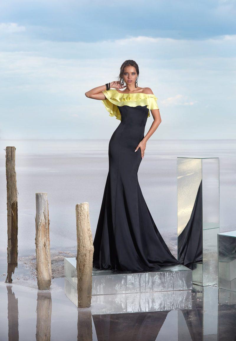 Черное вечернее платье «русалка» с желтым декором верха.