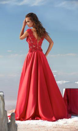 Алое вечернее платье А-кроя с плотным кружевным декором верха.