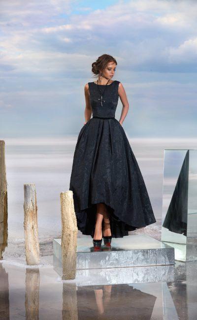 Закрытое черное платье