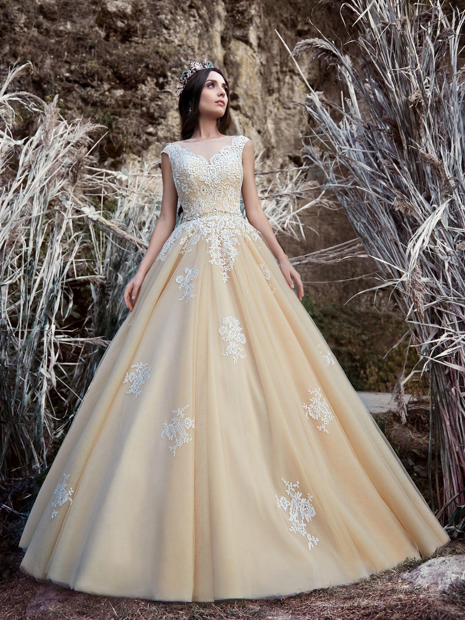 Платья пышные персиковые