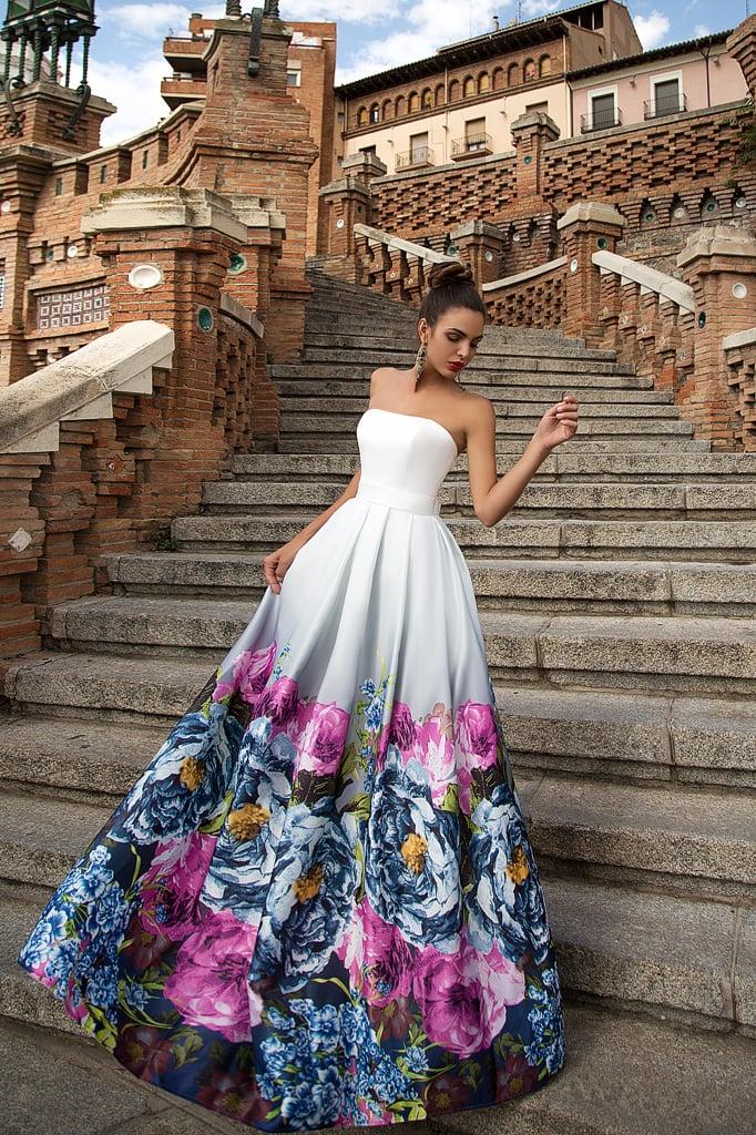 2c0f06a93b3 Открытое вечернее платье с юбкой из цветного атласа и кружевом по  портретному декольте.