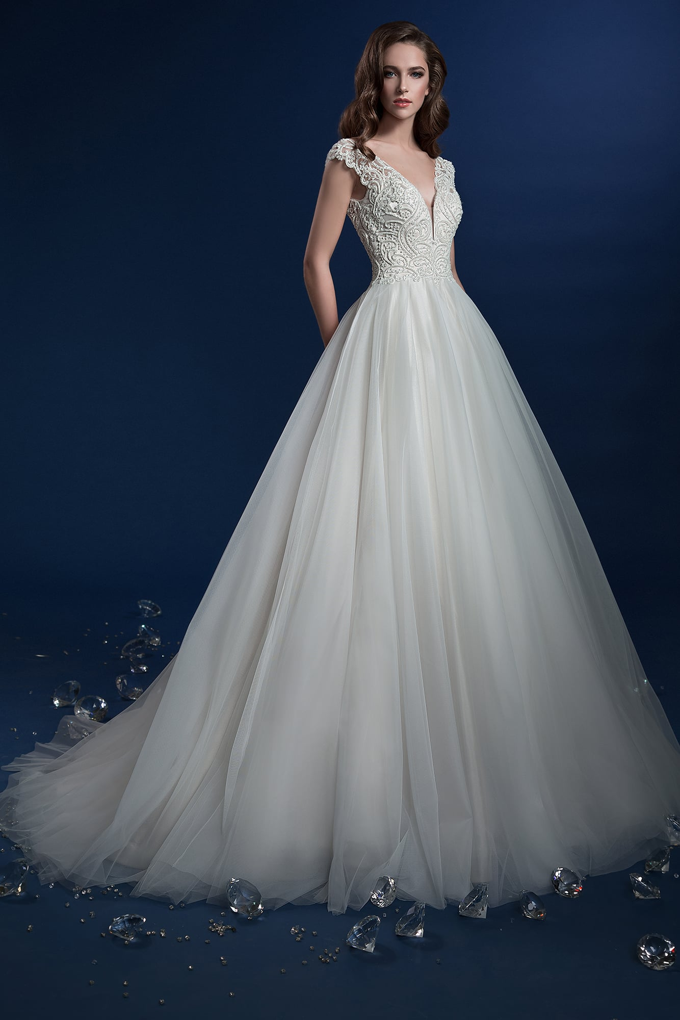 2b3f867196e ▷▷Элегантное свадебное платье с кружевным корсетом и пышным низом со  шлейфом. ❤ Более