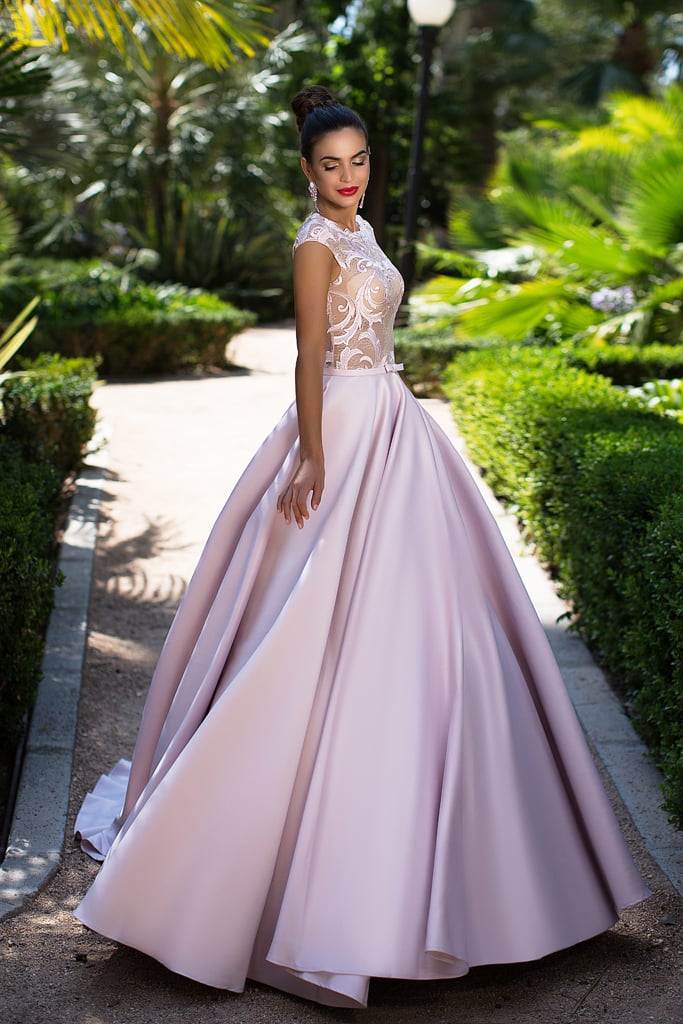 c799a7c3781f5a4 Розовое вечернее платье с пышной атласной юбкой со шлейфом и полупрозрачным  лифом.