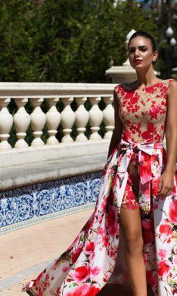 Короткое вечернее платье с ярким цветочным принтом и съемной длинной юбкой.