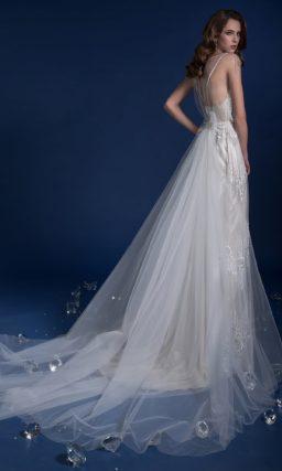 ▶▶Глянцевое свадебное платье с прямой юбкой, покрытой кружевным верхом. ❤ Более 10000 платьев! ❤ Скидки до 70%! ❤ Подарки невестам! ☎ +7 495 724 26 05 ▶▶ Свадебный центр Вега Ⓜ Петровско-Разумовская