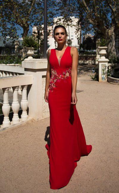 Алое платье с V-вырезом