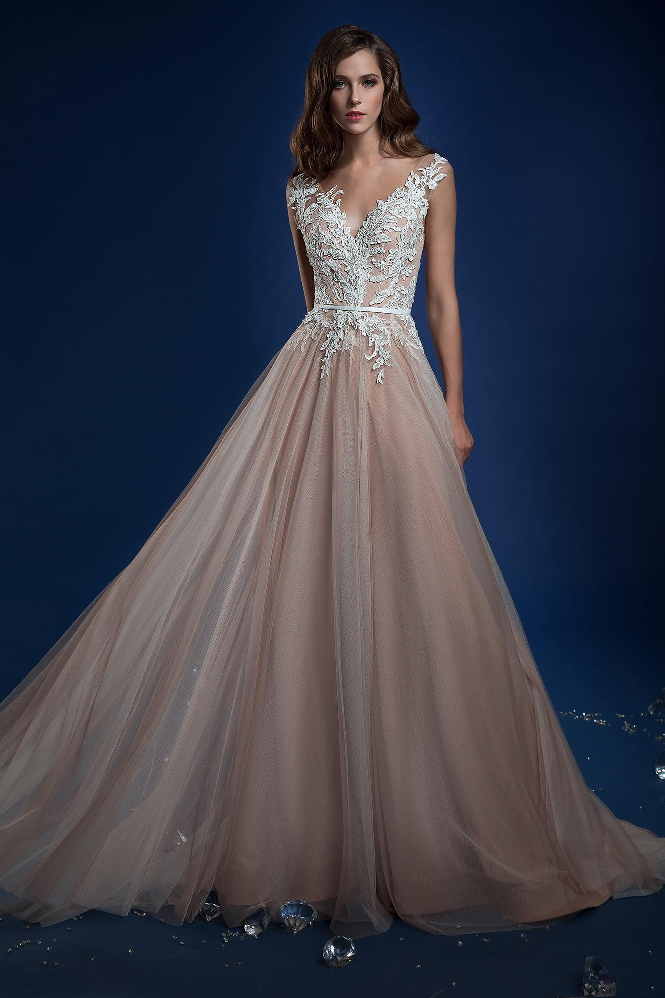 1bb8f8f23c7ffec ▷▷Свадебное платье пудрового оттенка, покрытое кружевной отделкой. ❤ Более  10000 платьев!
