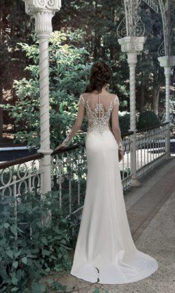 Облегающее свадебное платье «русалка» с кружевным декором корсета.
