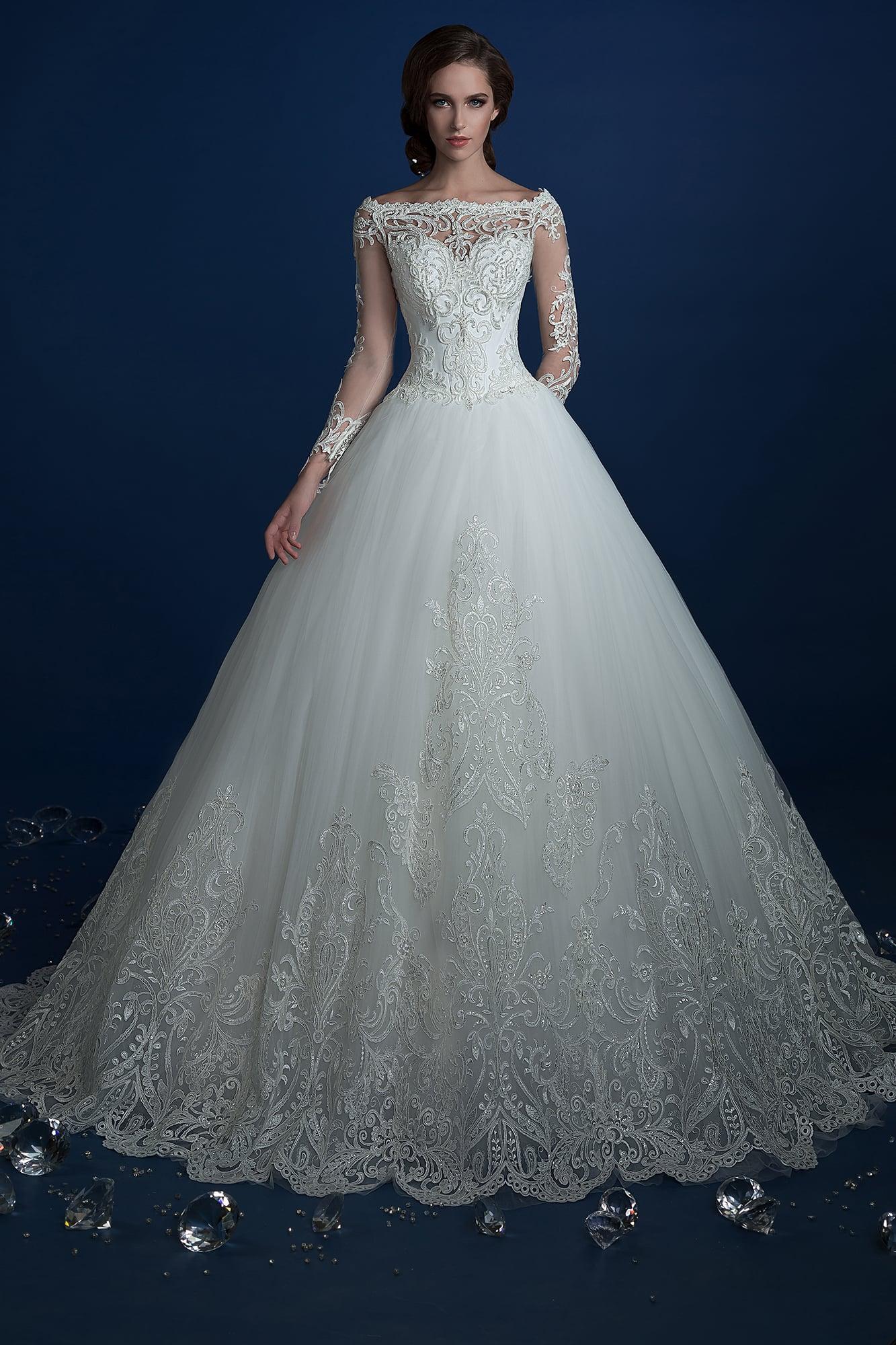 Свадебное пышное платье с вышивкой