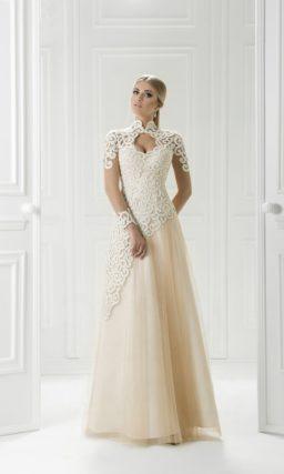 Кремовое вечернее платье с ажурным верхом и многослойной юбкой в пол.